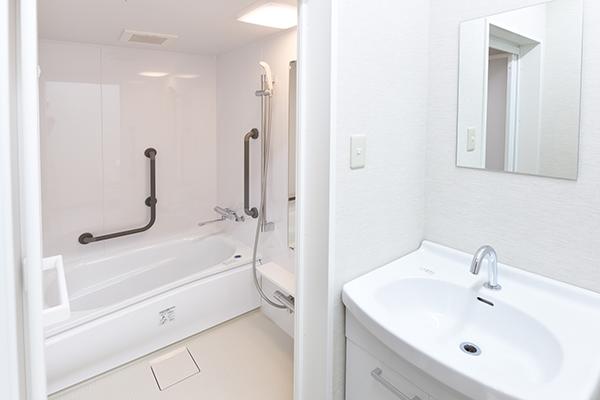 5階 浴室・洗面台